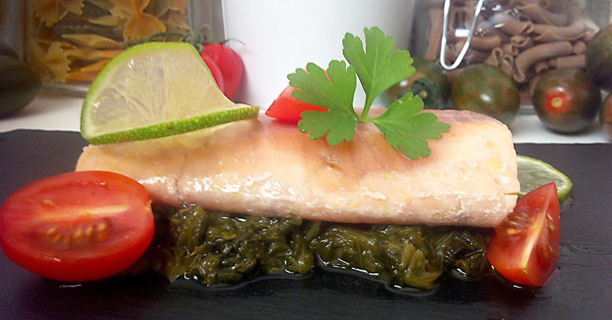 Salmón con lima y espinacas